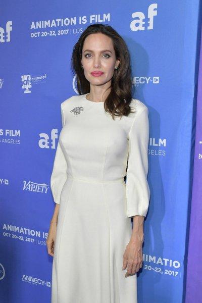 Анджелина Джоли пригласила Брэда Питта на празднование Хэллоуина
