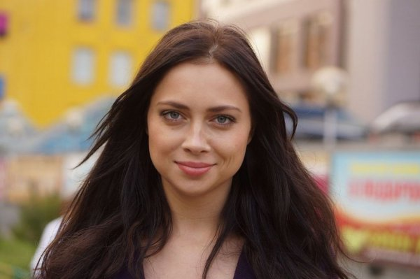 Самбурская выложила в сеть видео поцелуя с мужем