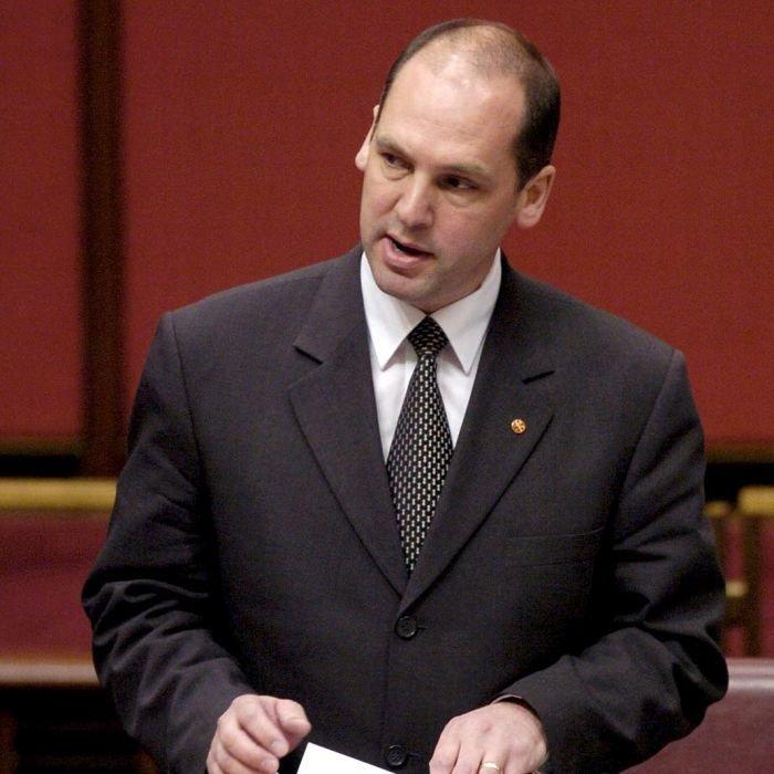 Руководитель сената Австралии идет вотставку из-за двойного гражданства