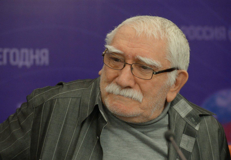 Джигарханян просит Московские власти оградить его театр отаферистов