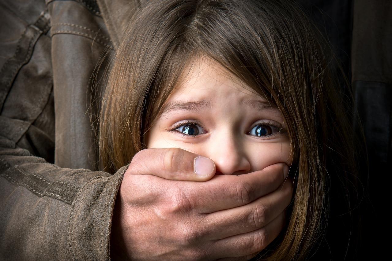 ВКраснодарском крае мужчина развращал 2-х несовершеннолетних сестер
