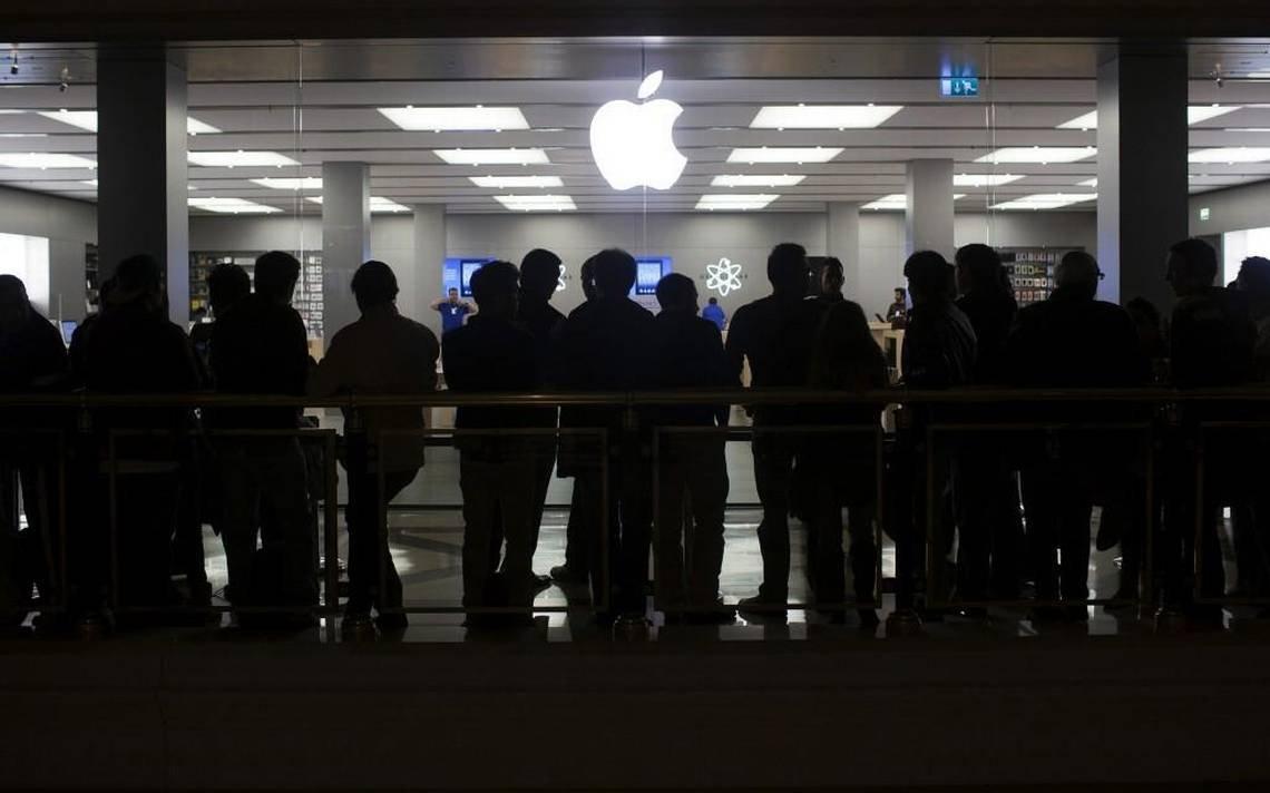 Милонов предложил оштрафовать Apple заочереди