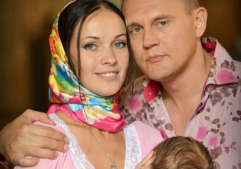 Небольшую дочь Степана Меньщикова экстренно госпитализировали