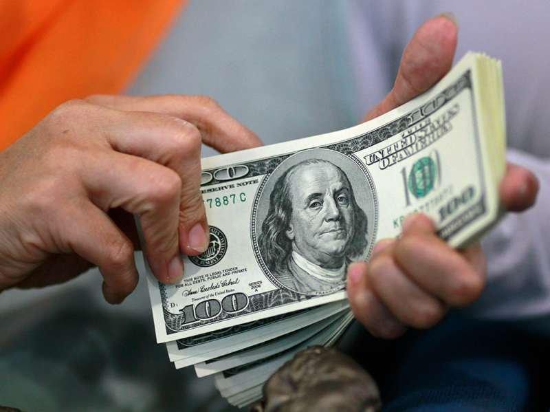 Руб. упал поотношению кдоллару иевро