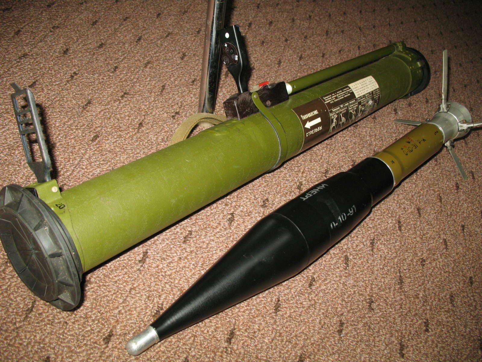 Влесу под Рязанью отыскали крупный тайник снарядов для гранатомета