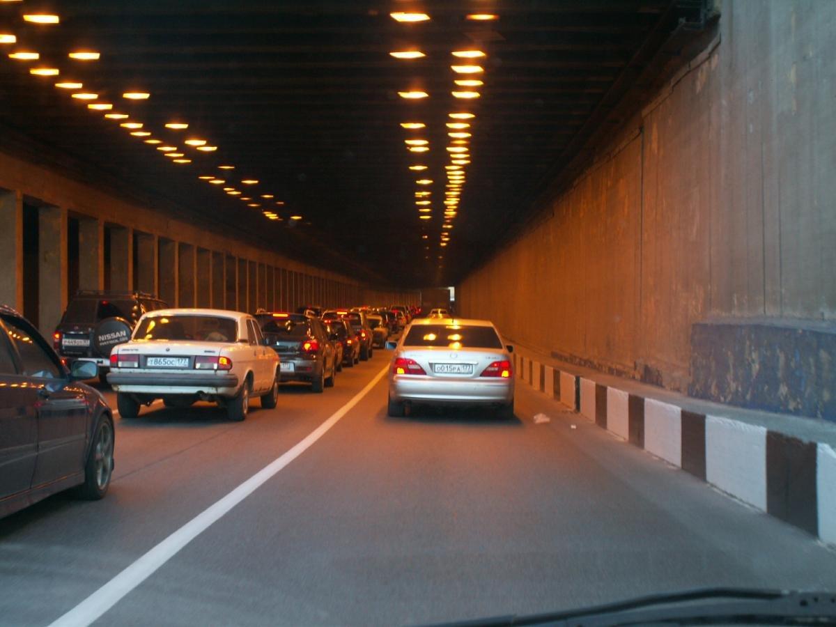 Сработавшие пожарные краны спровоцировали пробку вЛефортовском туннеле