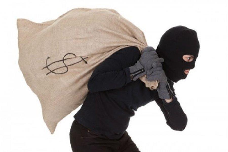 Неизвестный спистолетом совершил налет наотделение банка вОстанкинском районе
