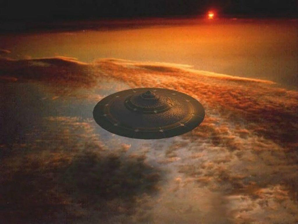 Уфологи: недавно наЗемлю приземлится НЛО спришельцами