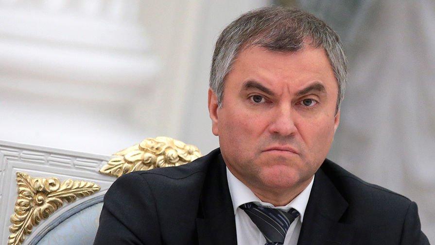 Намитингах испортивных мероприятиях разрешат использовать герб ифлаг Российской Федерации