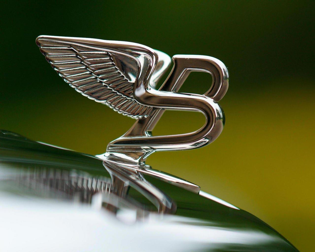 Bentley построит новую модель изчетырехдверного электрокара Porsche