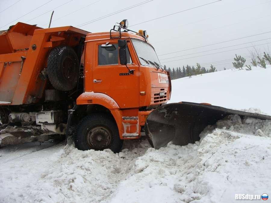 На Урале 12-летняя девочка погибла под колесами снегоуборочной машины