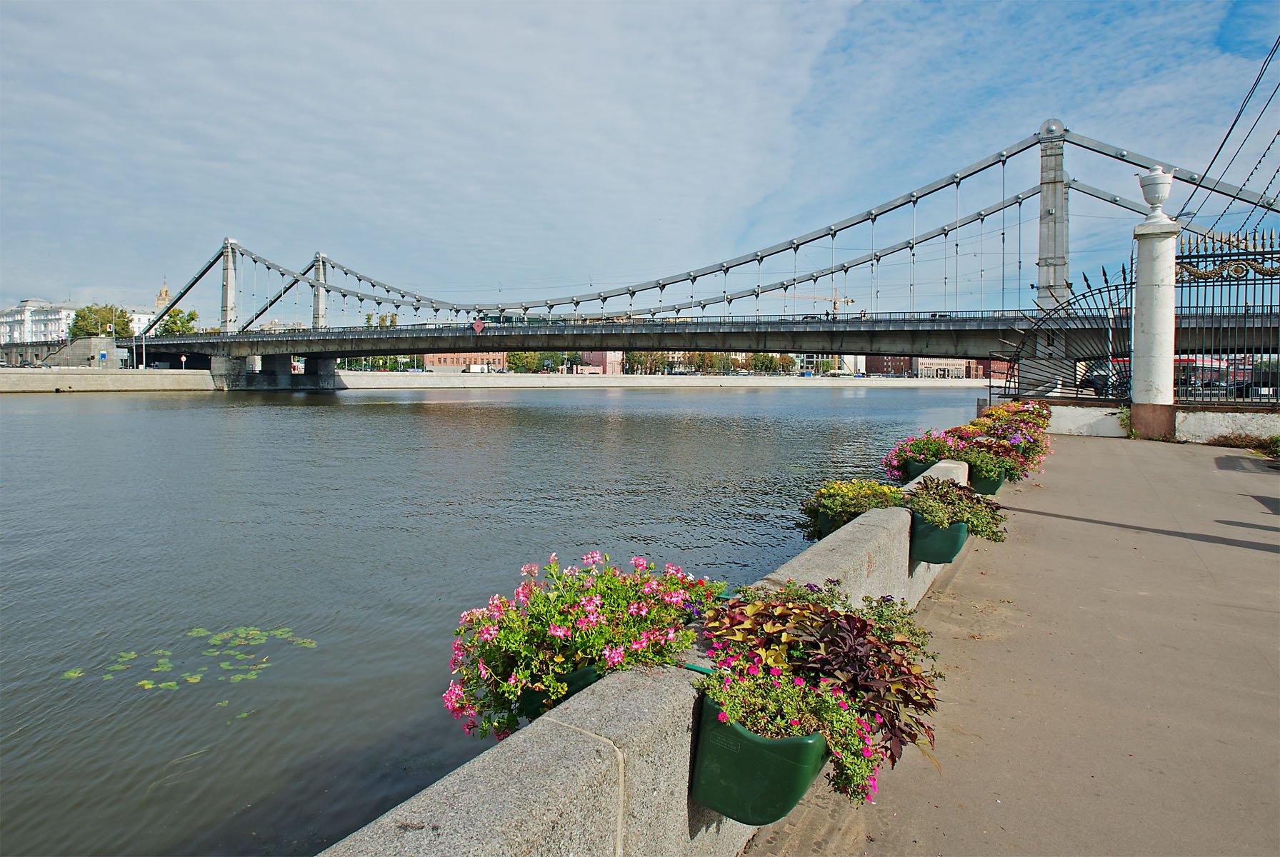 Приезжая изКиргизии упала сКрымского моста вМоскву-реку