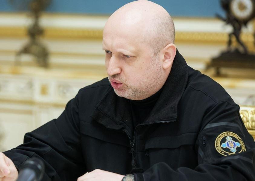 Турчинов сообщил, что не стоит торопиться разрывать отношения с Россией