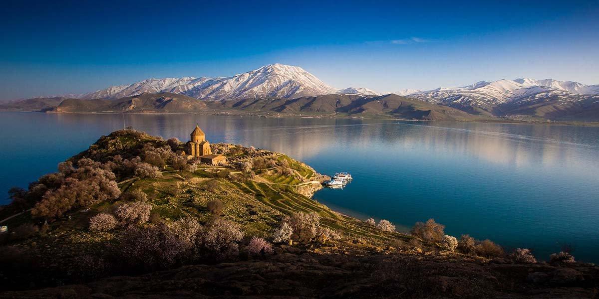 Надне турецкого озера найдены руины старинного города Урарту— изумительная находка дайверов