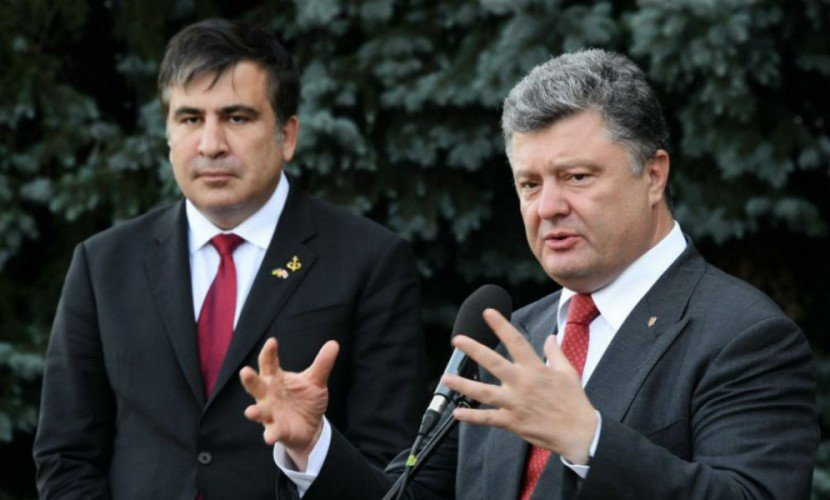 Соратники Саакашвили в Киеве вышли на марш за импичмент Порошенко