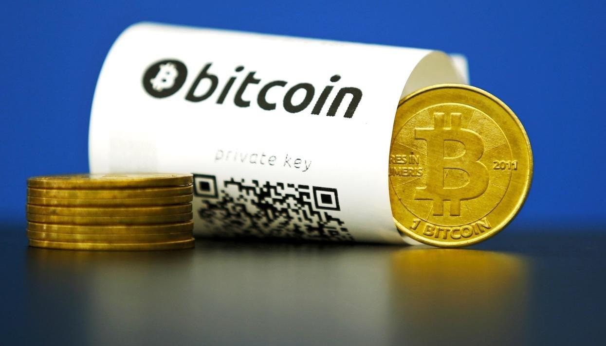 Стоимость биткоина резко упала почти на 30%