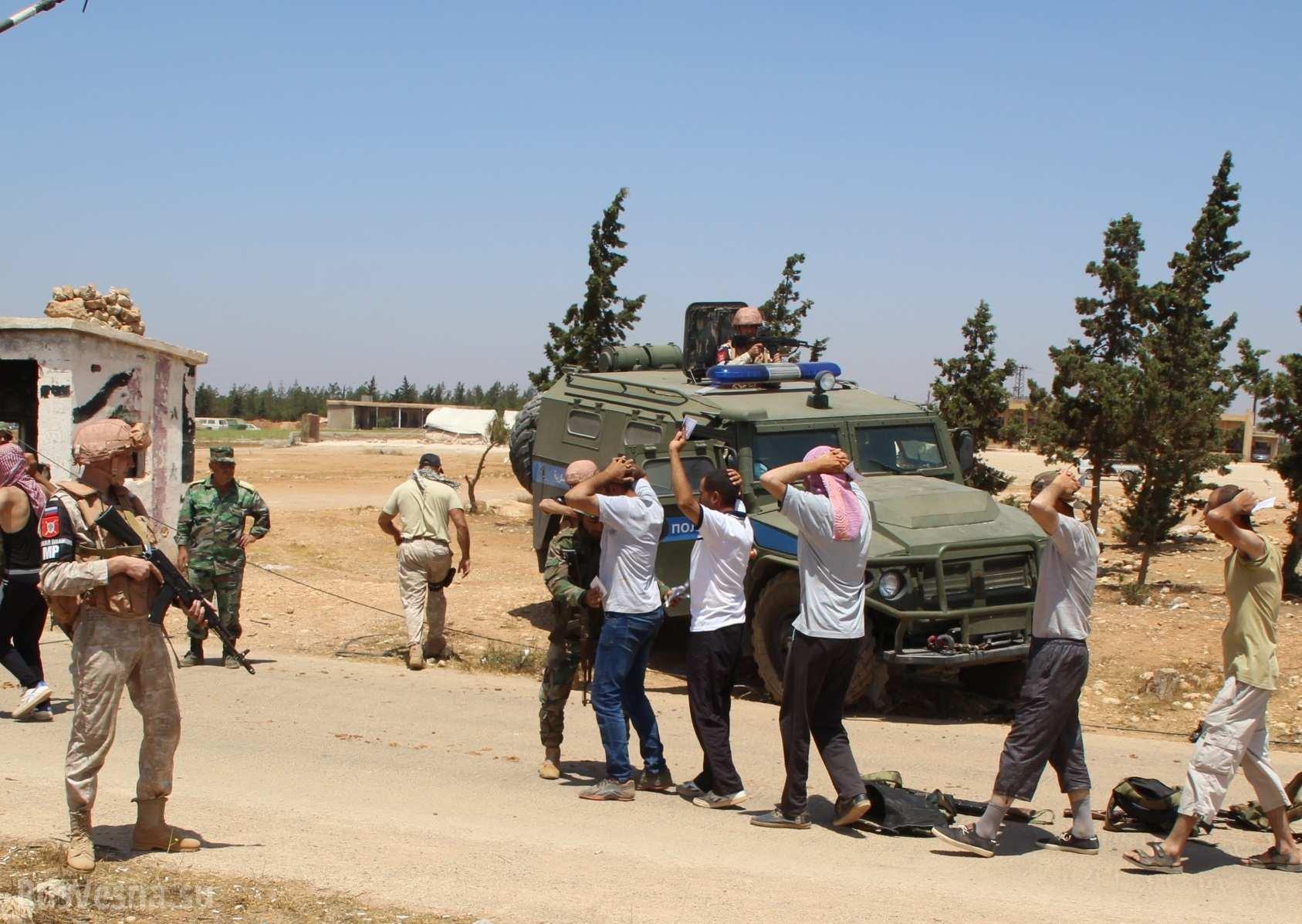 Под Алеппо 25 бывших боевиков сдались властям Сирии