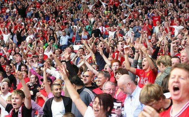 Фанаты в Ирландии устроили овации посетительницам магазина женского белья