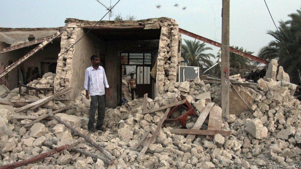 Численность погибших от землетрясения в Иране выросла до 372 человек