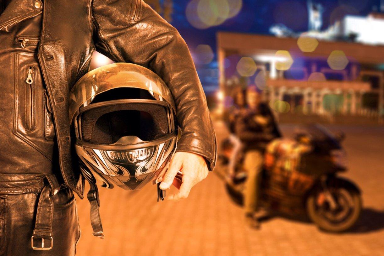 В столицеРФ мотоциклист-грабитель протащил девушку поасфальту несколько метров