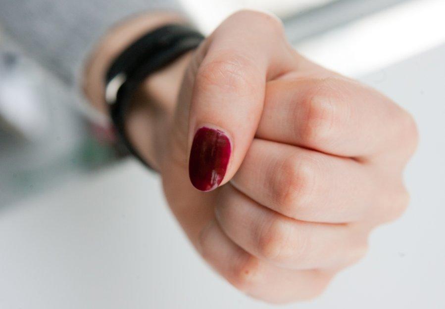 В Сети появились кадры драки школьниц в Херсонской области