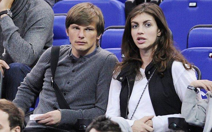 Супруга Аршавина простила футболиста заизмены и ожидает домой