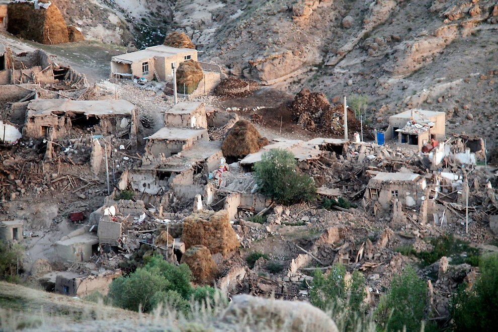 Иран объявил траур по погибшим после землетрясения
