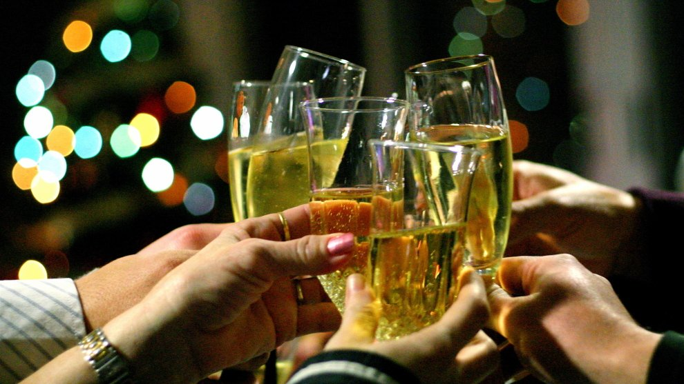 В ФАС пообещали проверить рост цен на шампанское в преддверии Нового года