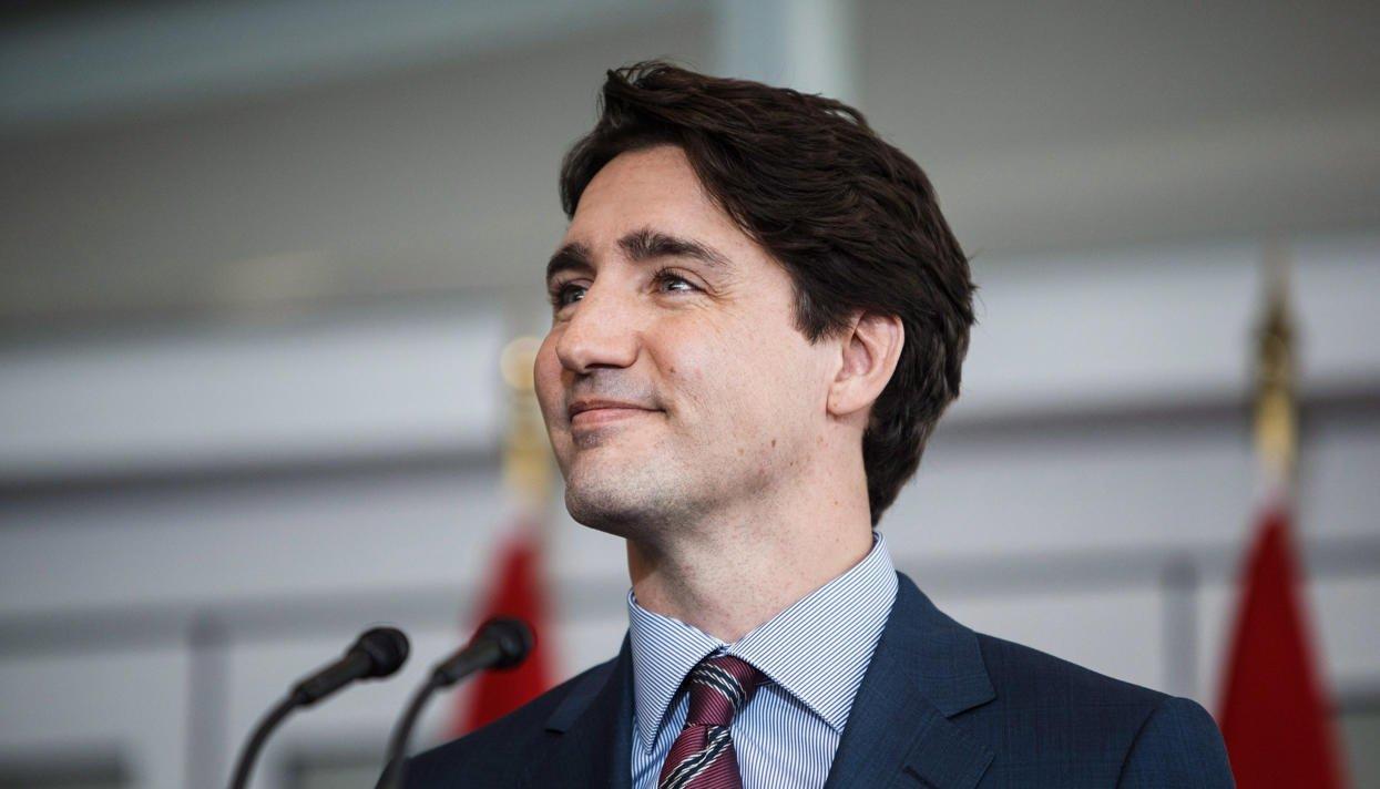 Премьер-министр Канады расцеловал филиппинок