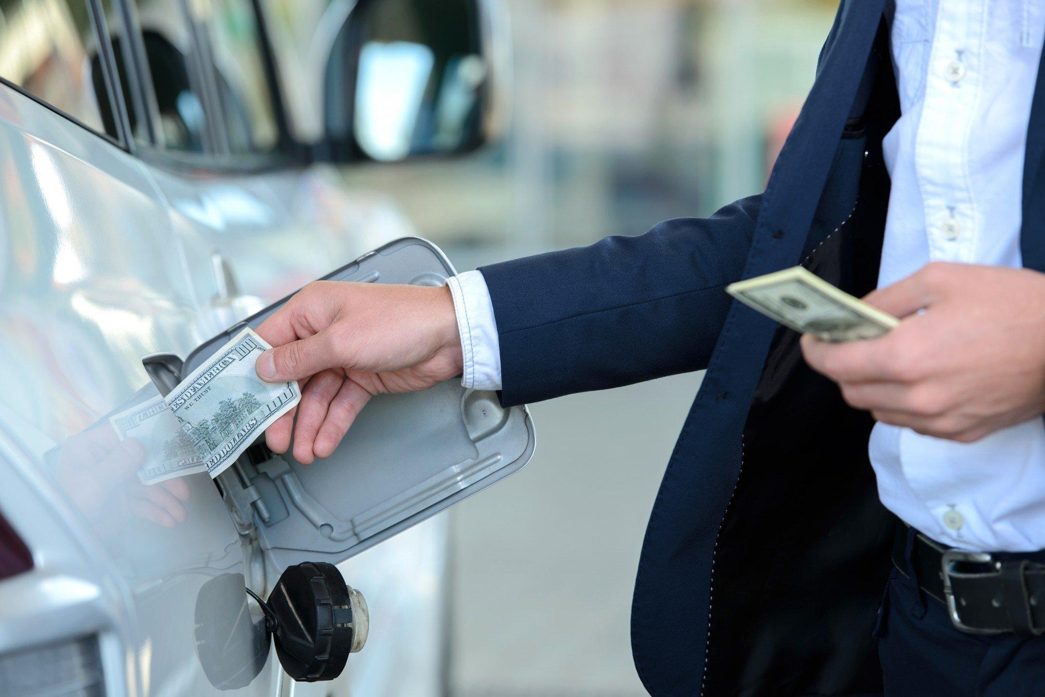 За год бензин в Ростове подорожал минимум на 2 рубля