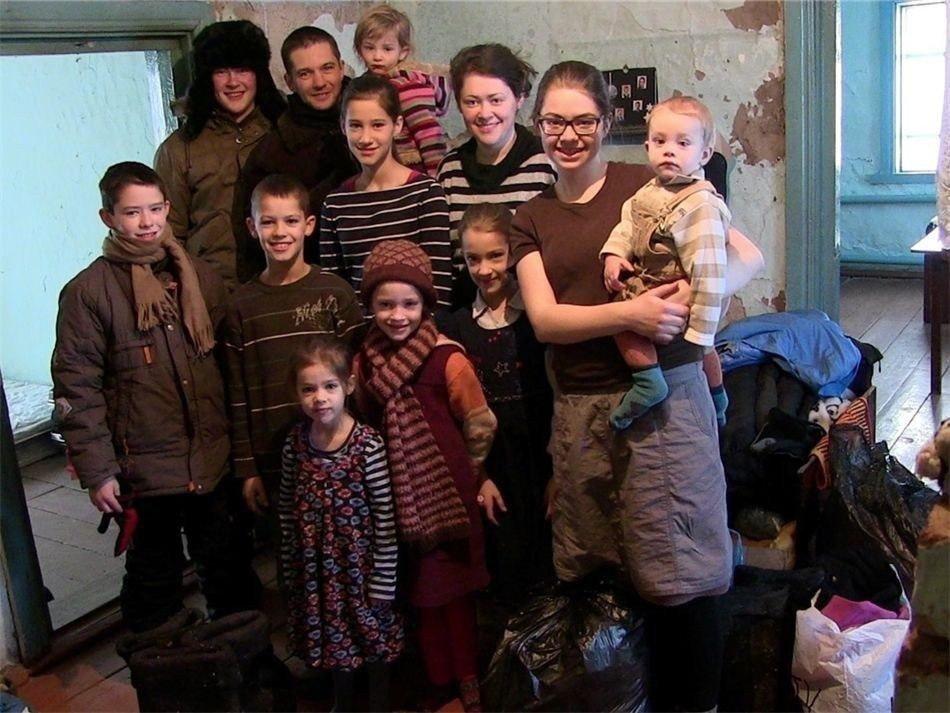 Многодетная семья вновь решилась на переезд в РФ из Германии из-за секс-просвещения