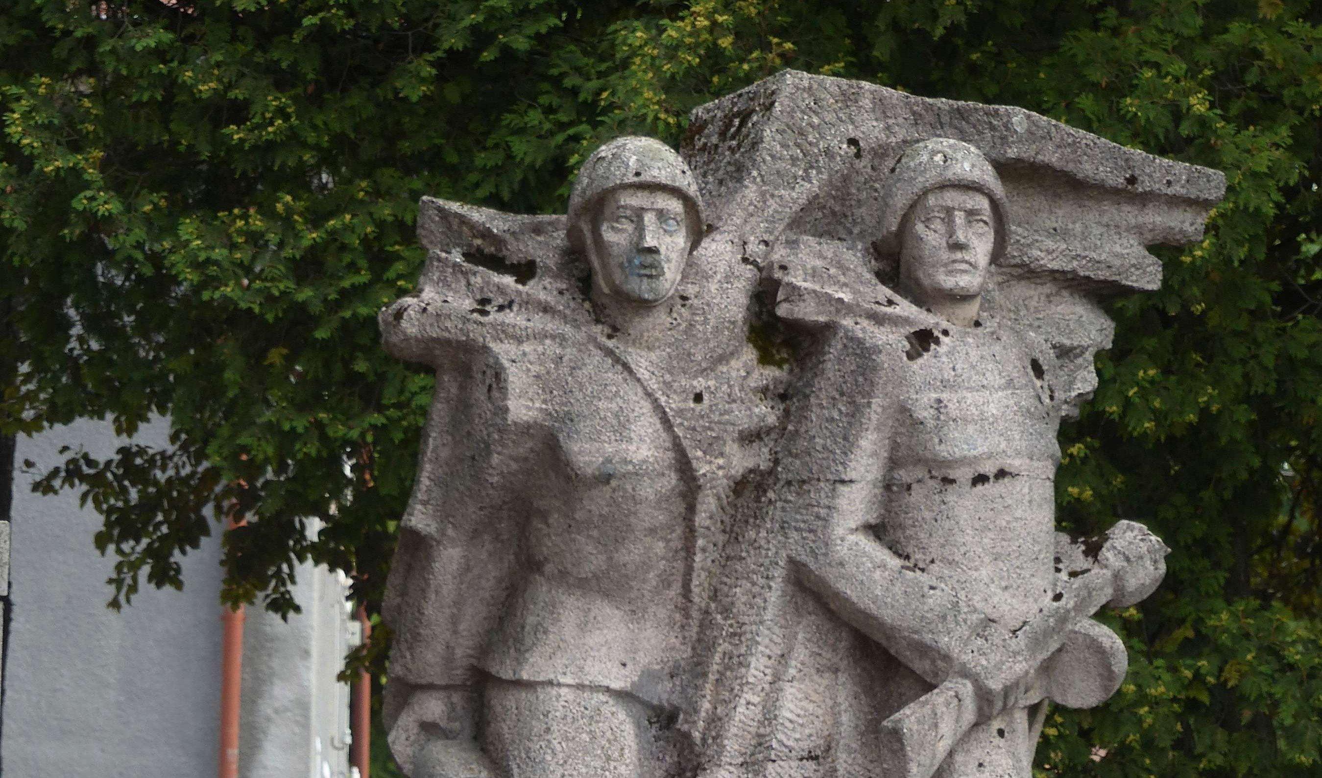 В польском Щецинге разбирают памятник красноармейцам