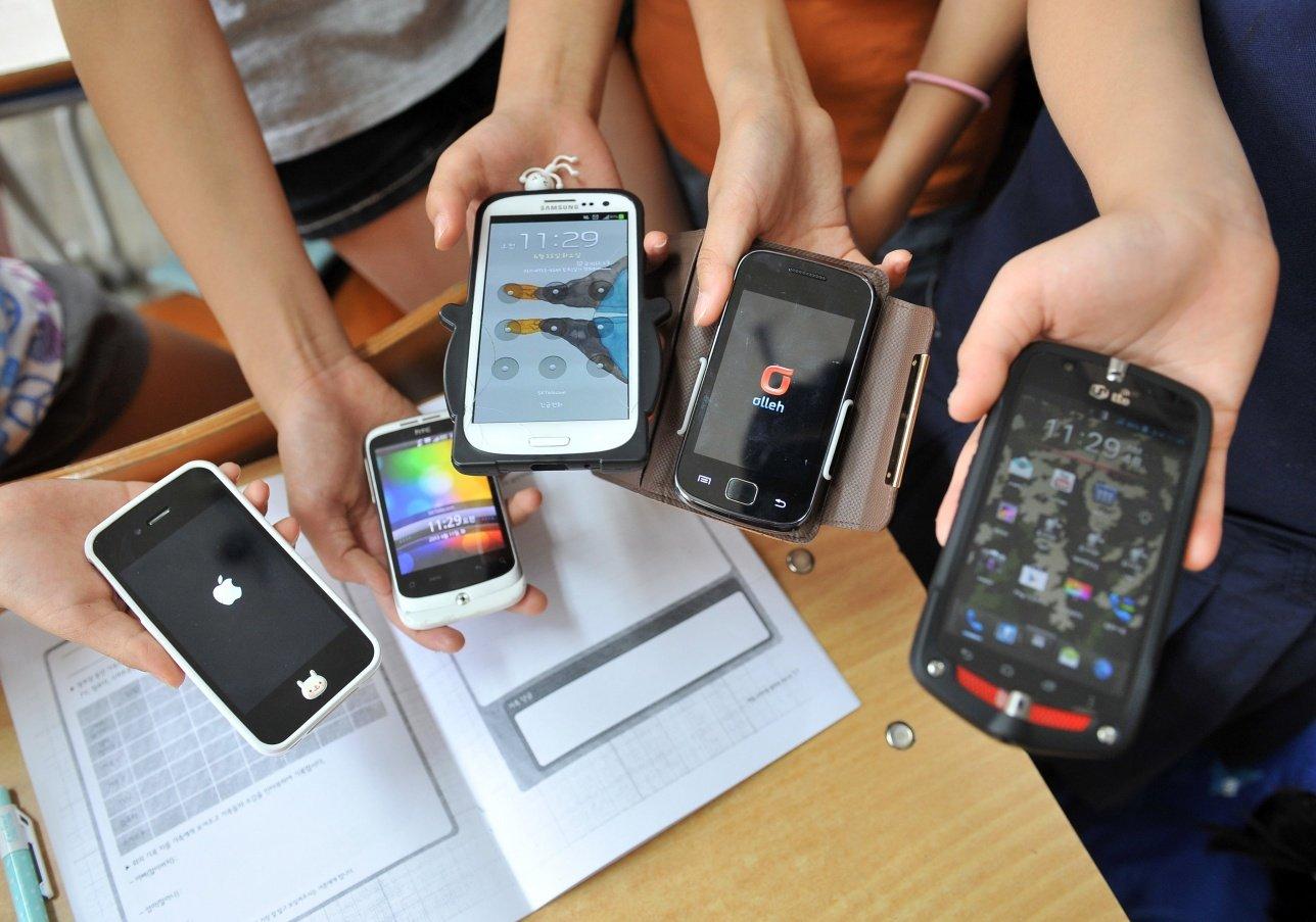 Во Владимире педагоги обговорят отказ от смартфонов в школах