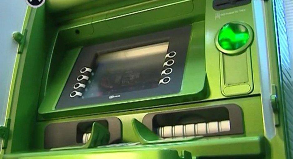 Неудавшаяся попытка ограбить банкомат оставила отрасхитителей только кувалду иперчатки