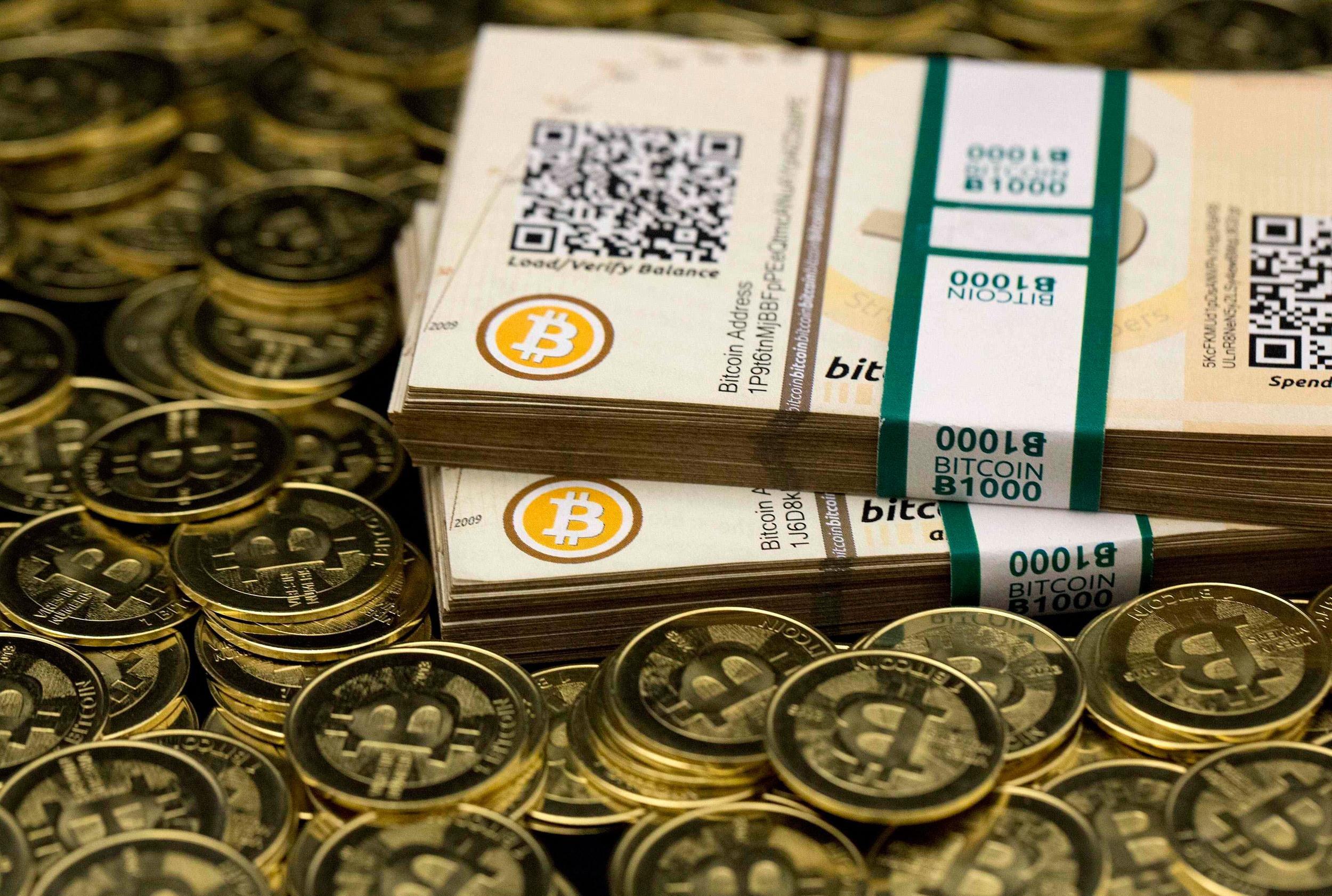 Курс биткоина впервые превысил отметку в $8000