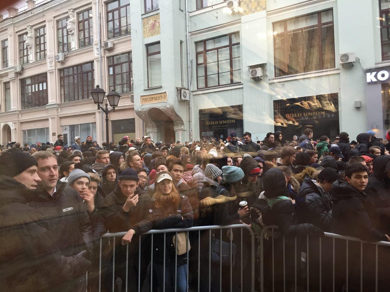 Сотни жителей столицы выстроились вочереди закроссовками отКанье Уэста