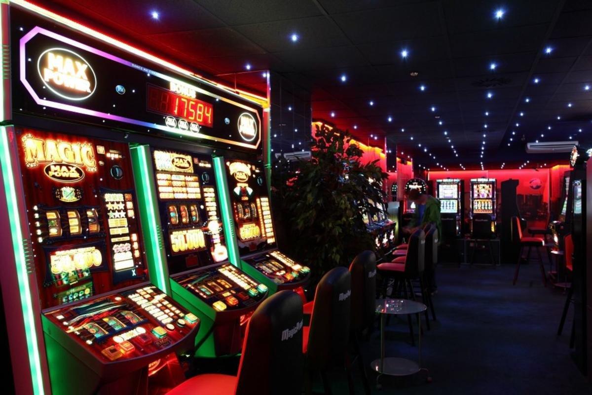 Где находится нелегальное казино бесплатные игровые автоматы футбол