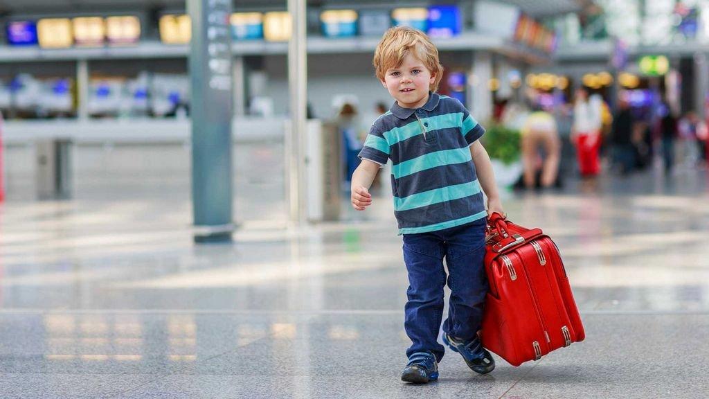 В России решили отредактировать правила вывоза ребенка за границу