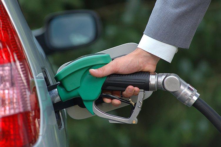 В 2018 году бензину предрекли подорожание до 50 рублей