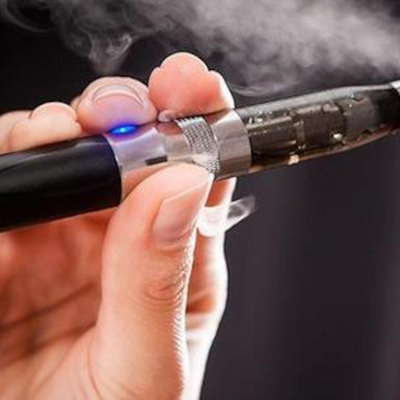 Минздрав поведал об опасности электронной сигареты