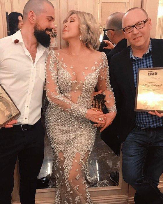 Любовь Успенская удивила поклонников «голым» платьем