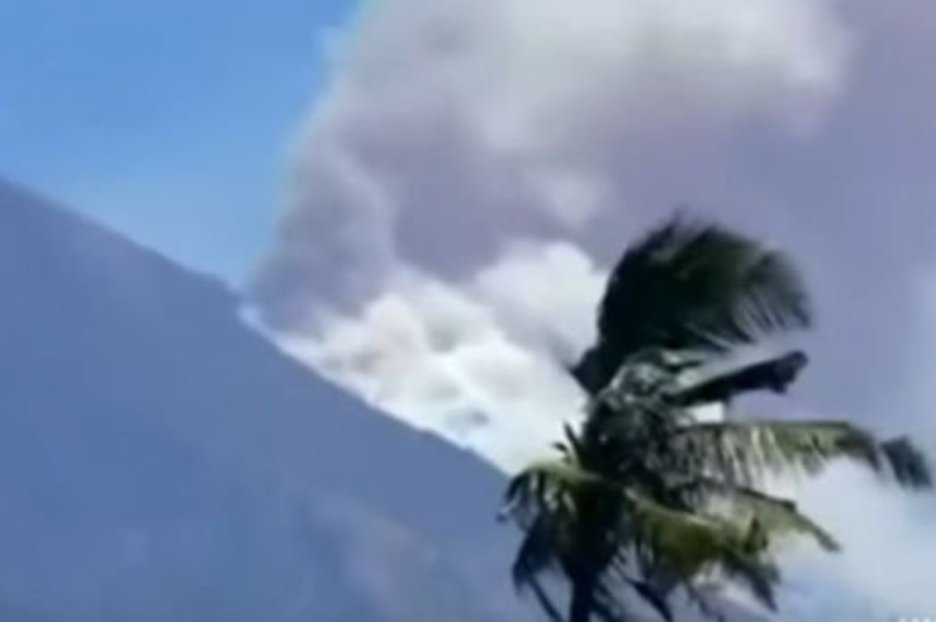 Наострове Бали началось извержение вулкана Агунг