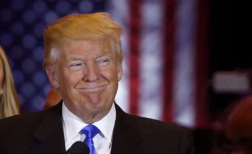 Гигантский транспарант на Манхэттене призвал объявить Трампу импичмент