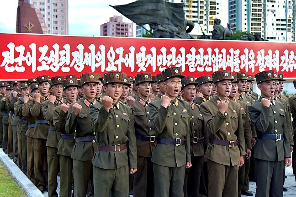 Побег бойца КНДР вЮжную Корею попал навидео