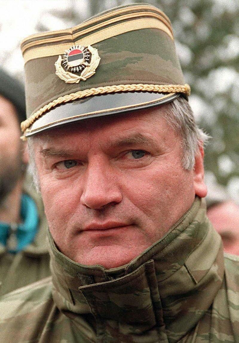 Генерала Младича выпроводили из зала суда за «непристойное поведение»