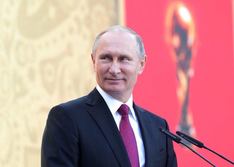 Путин: Крупным предприятиям нужно готовиться к наращиванию темпа выпуска военной продукции