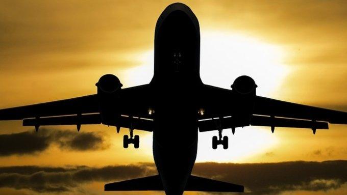 Летевший вНовосибирск лайнер вернулся вБлаговещенск из-за болезни пассажира
