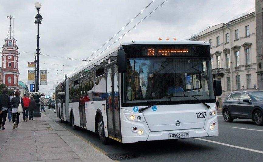 В северной столице тестируют самый длинный автобус в Российской Федерации