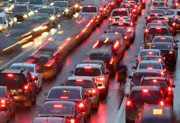 ЦОДД предупредил москвичей об ухудшении дорожного движения в связи с предстоящими праздниками