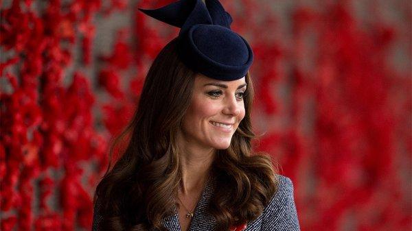 Беременная супруга принца Уильяма вышла в свет в старом наряде